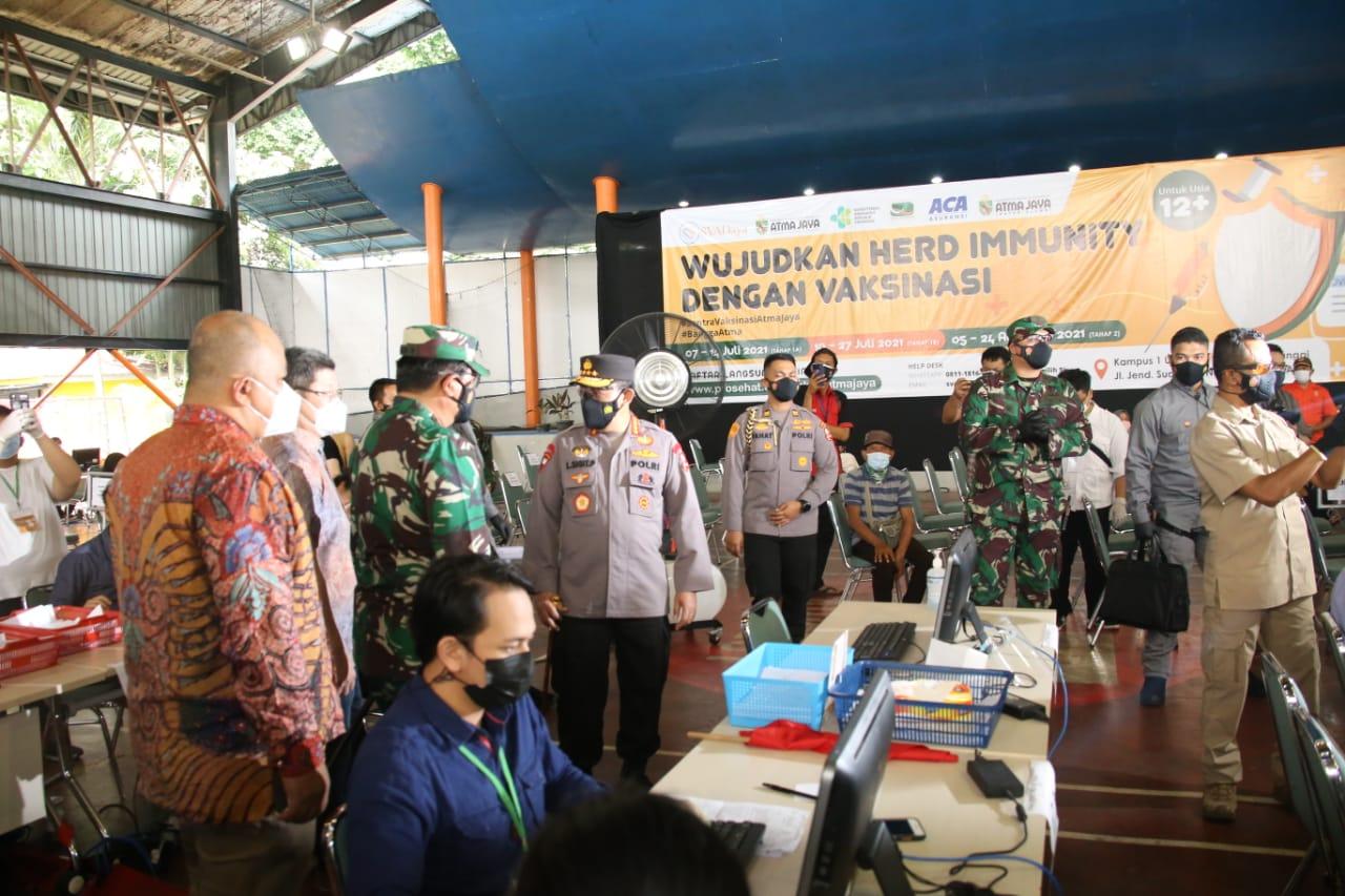 Panglima TNI dan Kapolri Cek Vaksinasi di Pesantren Minhaajurrosyidiin Jaktim