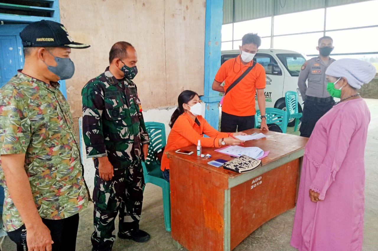 Camat Bantimurung Pantau Langsung Penyaluran Bantuan PKH dan BST