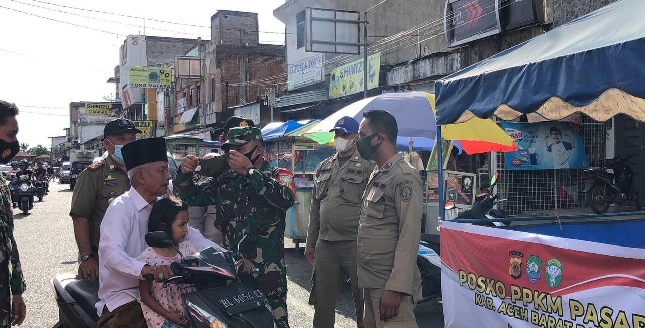 Sosialisasikan Disiplin Prokes TNI -Polri -Dishub dan Pol PP di Abdya Kembali Bagikan Masker Gratis di Pasar
