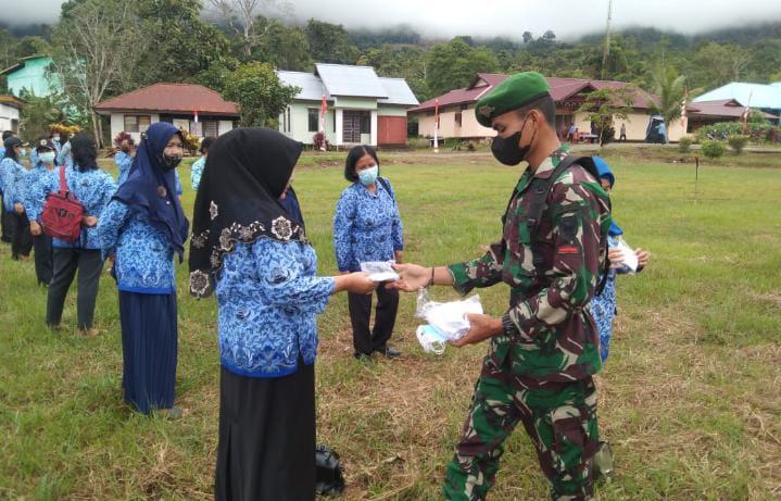 Satgas Yonif 144/JY Gelar Upacara HUT RI ke-76 di Wilayah Perbatasan RI-Malaysia