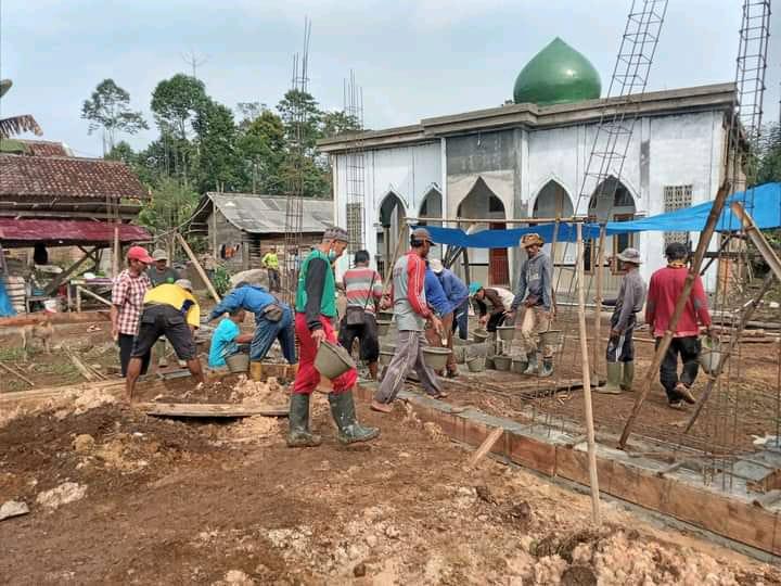 Pengecoran Pondasi Pembangunan Rumah Tahpidz Qur'an AL-Wafa Pekon Tribudi Makmur