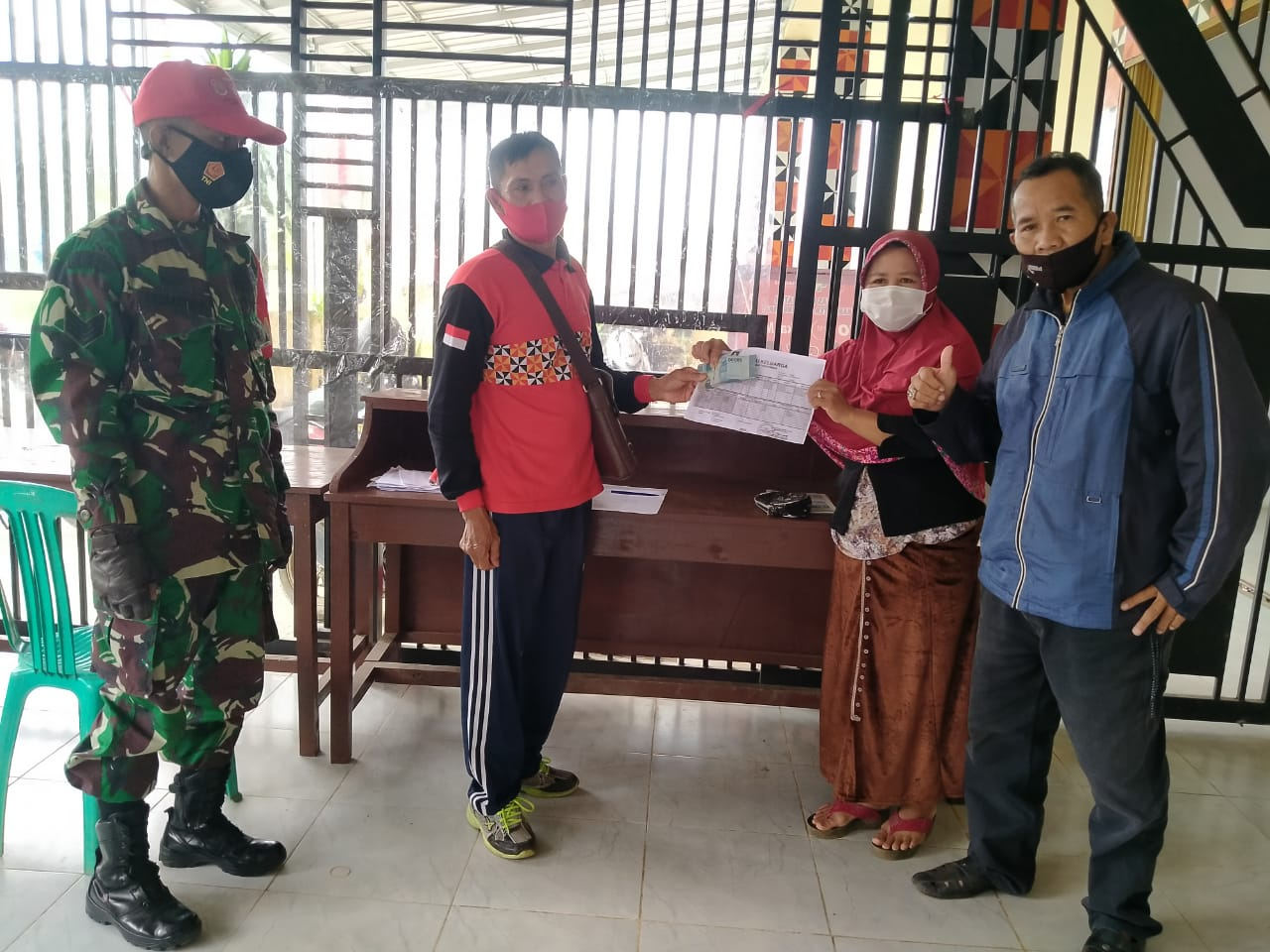 Pekon Desa Hanakau Kecamatan Sukau Kembali Salurakan BLT DD Priode 3 Bulan