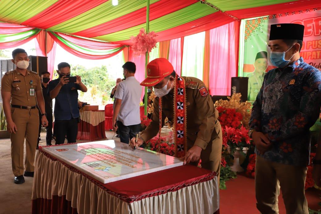 Bupati Lambar Parosil Resmikan UPT Puskesmas Rawat Inap Kecamatan Batu Ketulis