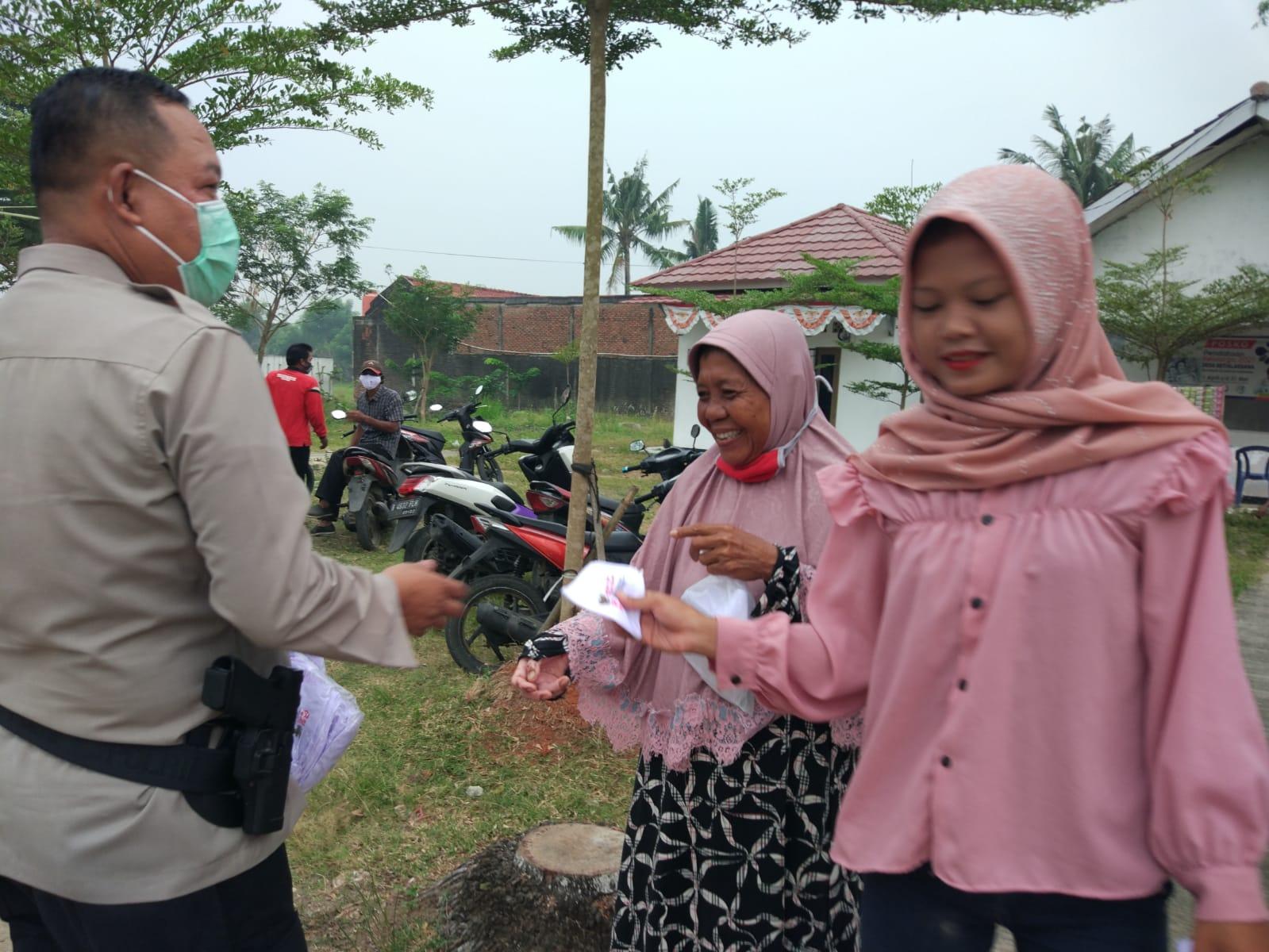 Polsek Cabangbungin Bekasi Bersama Muspika Menggelar Vaksinasi di 8 Desa