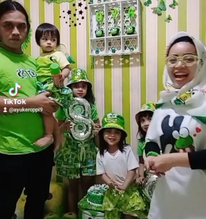 Lahir Bersamaan Berdirinya Google dan Ketua DPR RI, Emak Emak Leslar Sederhana Rayakan HUT Anak