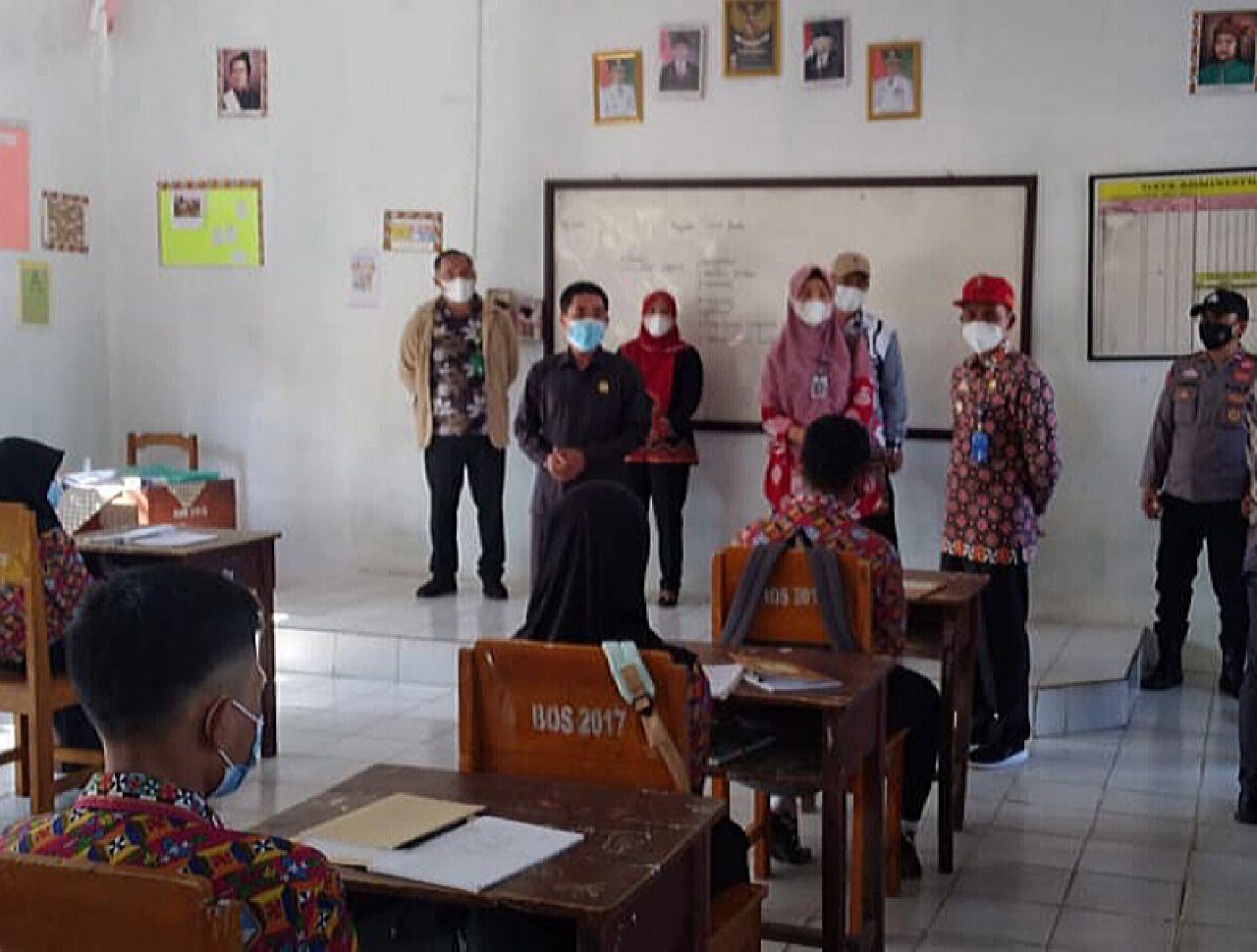 Ketua DPRD Kabupaten Lambar, Edi Novial Monitoring Kegiatan Belajar Di Beberapa Titik