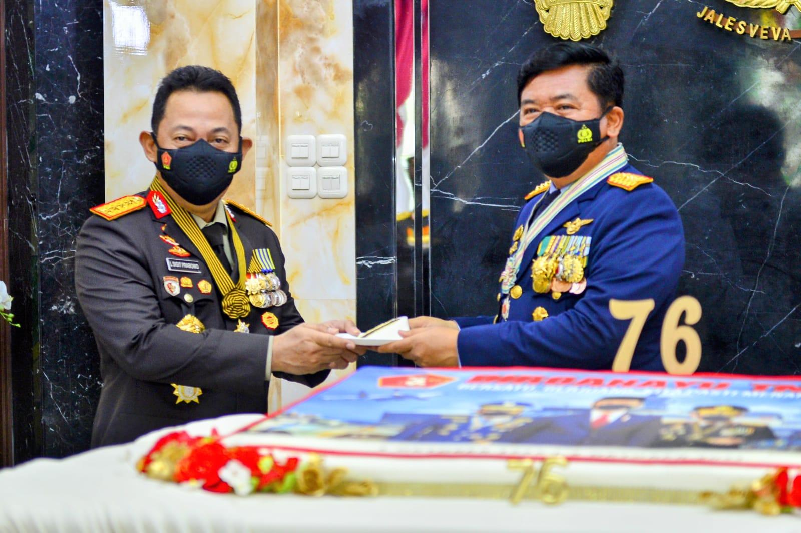 HUT ke-76 TNI, Kapolri: Sinergitas TNI-Polri Kunci Menghadapi Segala Bentuk Tantangan ataupun Ancaman