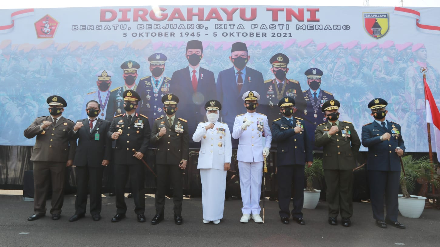 Peringati HUT TNI ke-76 Kapolda Jatim Apresiasi Peran TNI Gelaran Vaksinasi Serentak