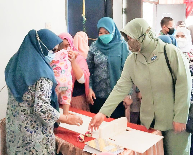 Satgas TMMD Kodim 1422/Maros Adakan Pemeriksaan Kesehatan Ibu dan Anak serta Pelayanan KB kesehatan.
