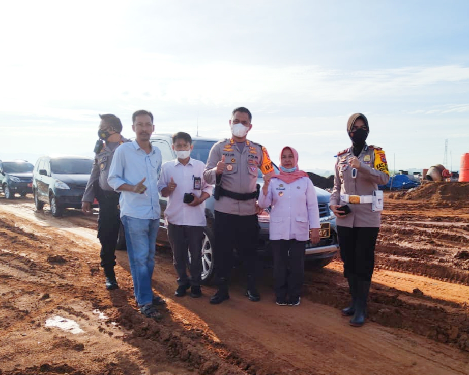 Pantau Aktiftas Pengangkutan Tanah Proyek KA, Kapolres Maros Himbau Warga Laporkan Sopir yang Ugal Ugalan