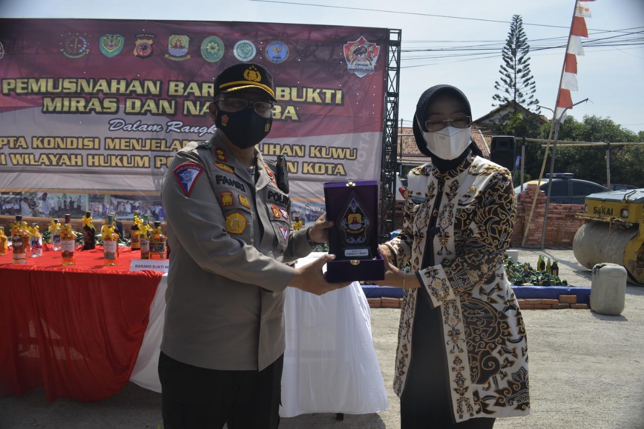 Kapolres Cirebon Kota AKBP M. Fahri Siregar Dapatkan Penghargaan dari Bupati Cirebon
