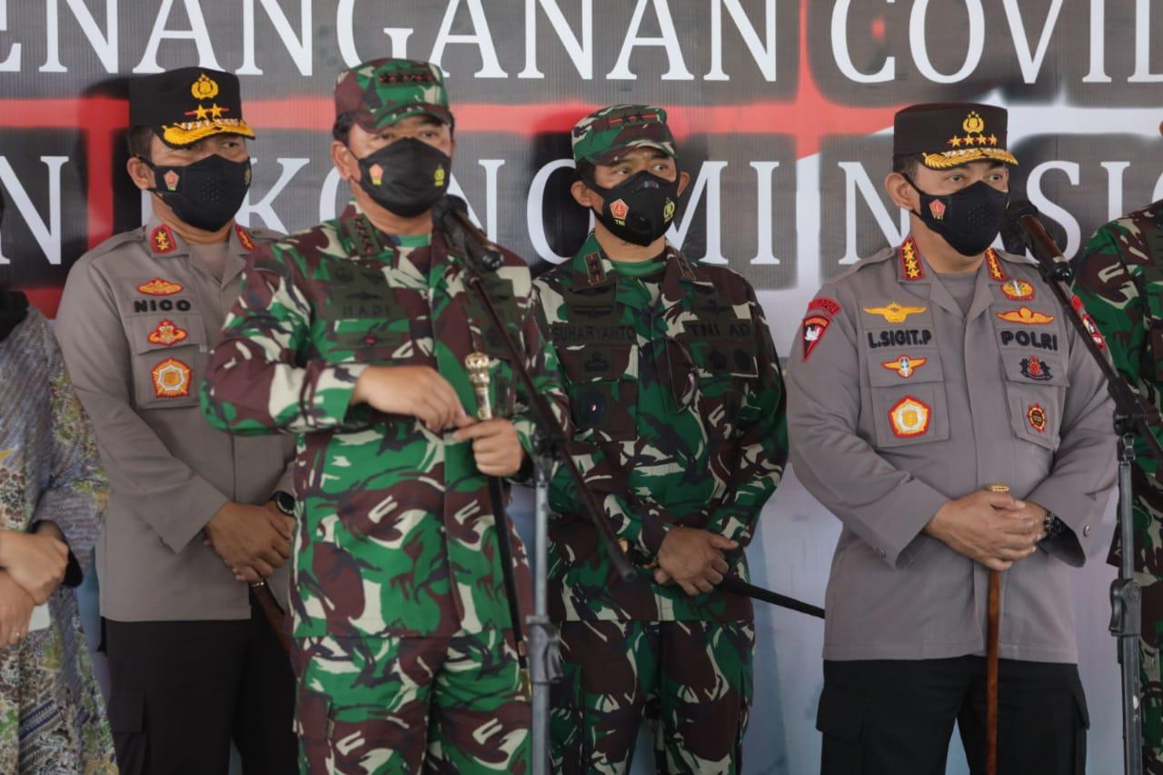 Panglima TNI dan Kapolri Vaksinasi 15.000 Warga Upaya Percepatan Herd Immunity