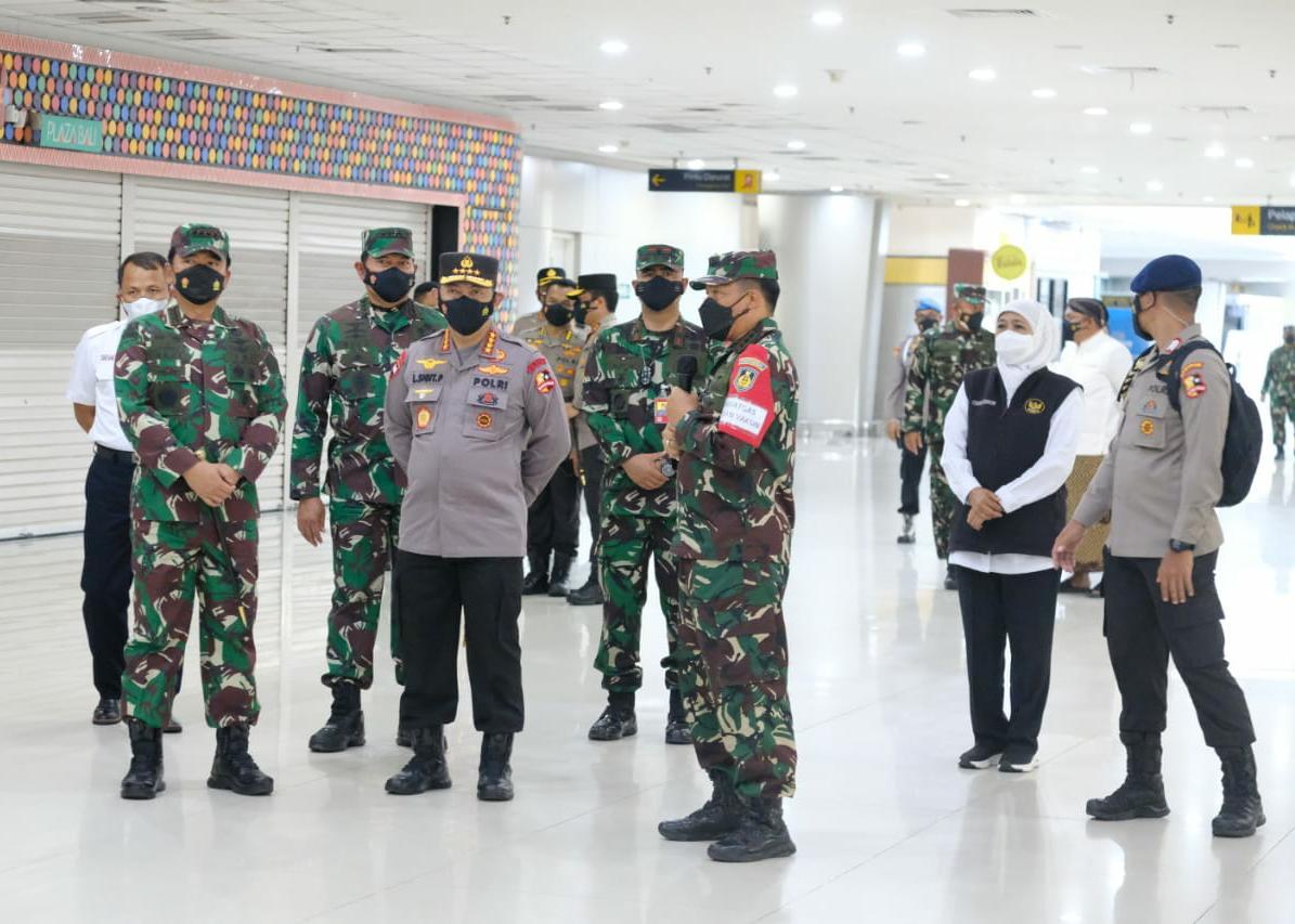 Panglima TNI, Kapolri dan KSAL Tinjau Serbuan Vaksinasi di Terminal 2 Juanda